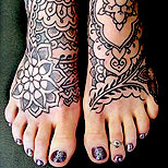 Tattoo of henna patterns on a girl's feet