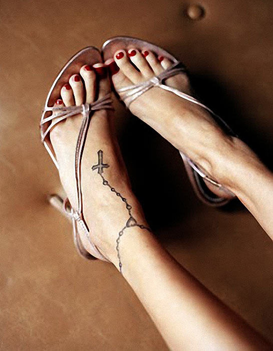 Nicole Richies Ankle Tattoo Rosary And Cross